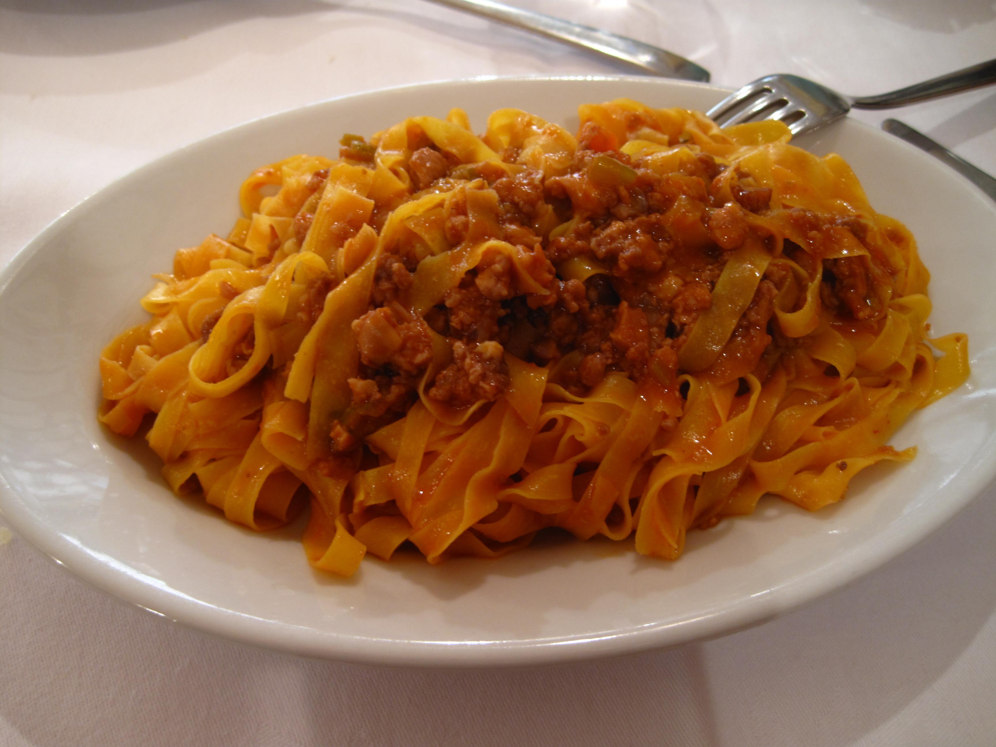 The Best of Bologna: spaghetti versus tagliatelle
